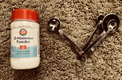 D-mannose powder and a teaspoon